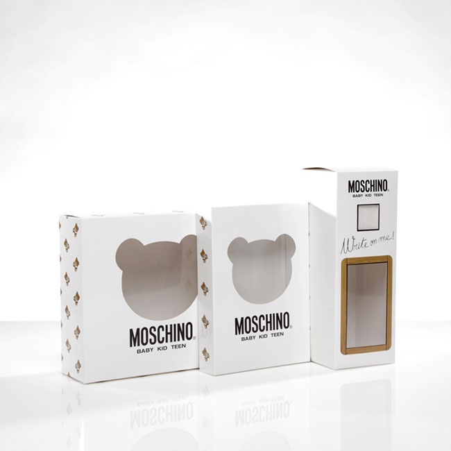 Packaging coordinato con finestra in pvc
