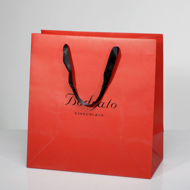 Shopper in carta con logo spessorato
